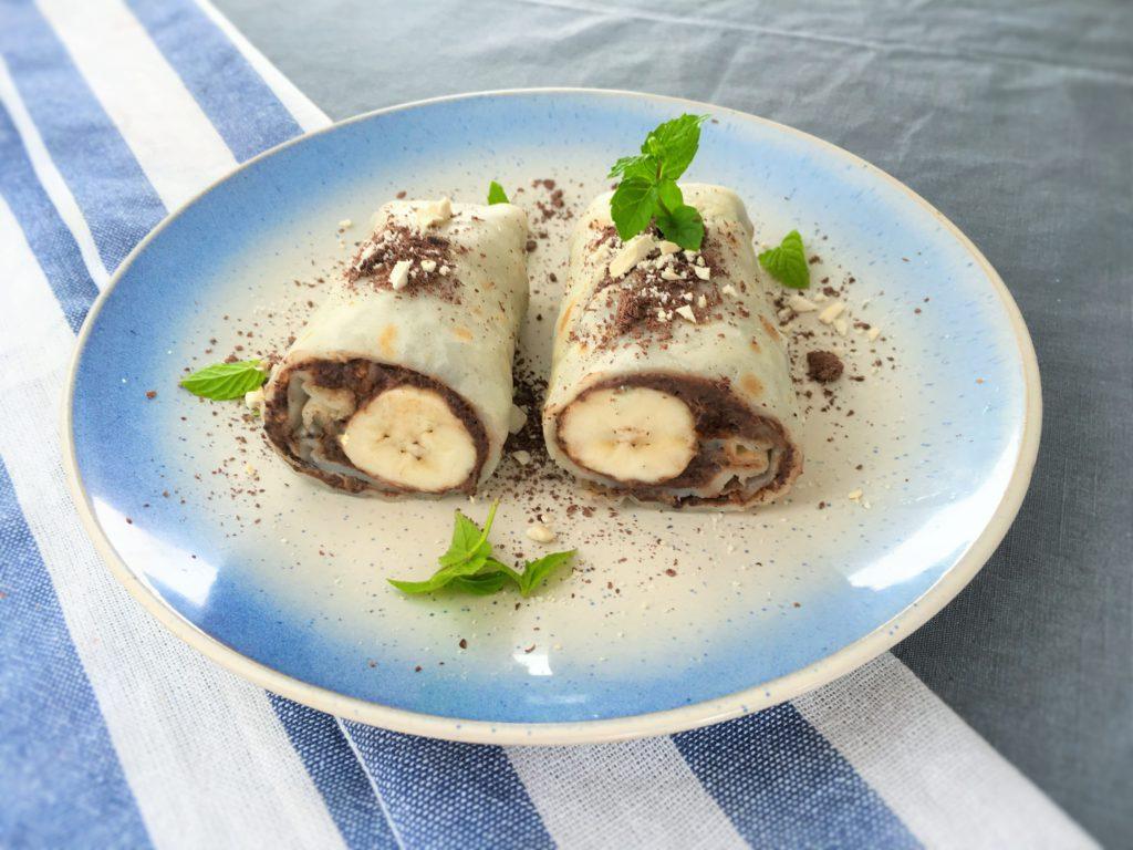 Rollsy z czekoladowym kremem z awokado i bananem