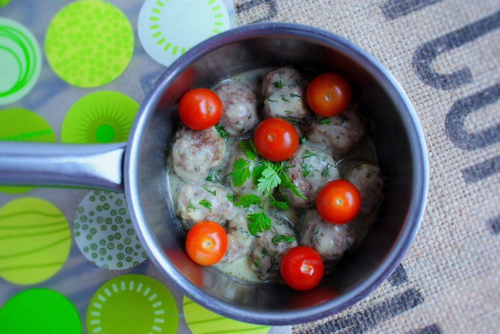 Kulki mięsne z sosem koperkowym z serem