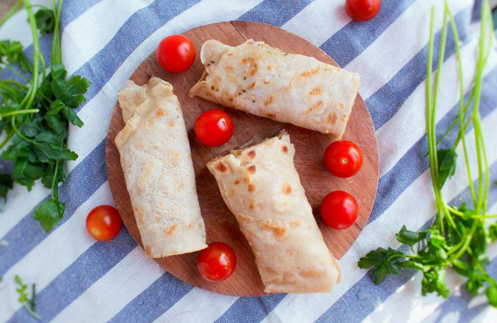Naleśniki z mięsem, serem i pomidorami